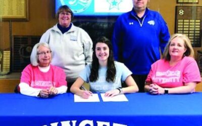 Hochstatter Signs With Dominican
